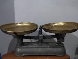 Balança Antiga Dois pratos