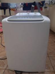 Vende-se uma máquina Eletrolux 12 kg