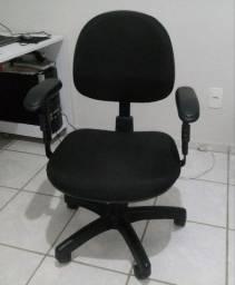 Cadeira de Escritório Giratória Preta Regulável