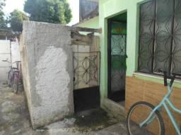 Casa com 1 amplo quarto em Sepetiba