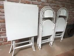 Mesa e cadeiras dobraveis de ferro brancas