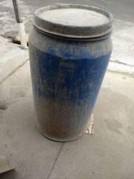 Tambor 200 litros (60 R$)