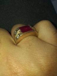 Vende-se anel de ouro 18kl tel *