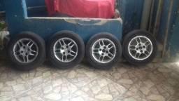 Rodas de liga leve 13 com pneus bons