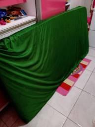 Estou vendendo essa cama 2 em 1 com um colchão esse verde