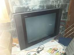 Televisão de Tubo 29 Polegadas em Pleno Funcionamento