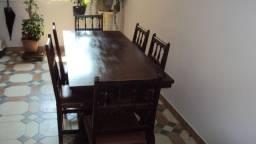 Mesa Com 6 Cadeiras Estilo Colonial em Madeira Bem Conservada de ótima Qualidade