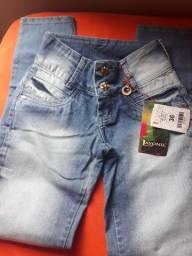 2 calças por R$130  shorts 3 por R$130  são novo