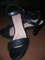 Sandália salto médio 35