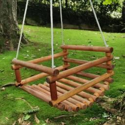 Balança infantil de madeira envernizada impermeável uso externo