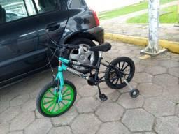 Bicicleta infantil de menino