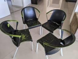 4 cadeiras em ótimo estado!