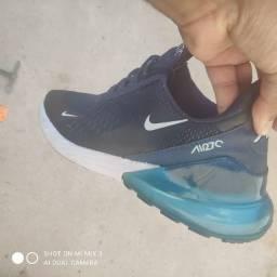 Tênis Nike e Nike 4 molas