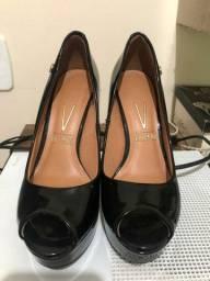Sapato salto dourado scarpin vizzano de verniz preto número 35