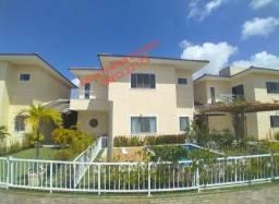 Casa com piscina em Buraquinho condomínio fechado