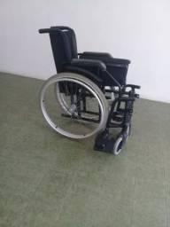 URGENTE.. 750 reais  belissima cadeira de rodas de alumínio