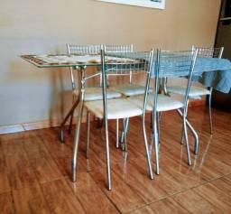Vendo mesa de vidro 140x80R$400 reais cadeiras de brinde