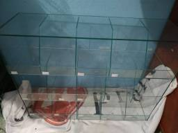 Vendo Baleiro de vidro com 15 compartimento.