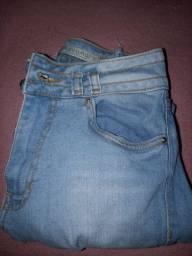 Calça jeans cintura fina  da AQuamar meia canela 25$