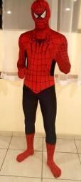 Fantasia Homem-Aranha muito realista
