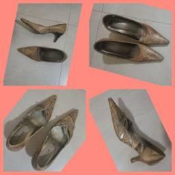 Sapato Schutz de salto nº 33. Semi-novo. Um par por R$60,00,  os dois, R$50,00 cada.