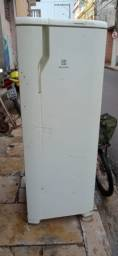 Geladeira Eletrolux Frost Free de 390 litros