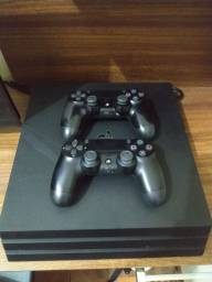 PS4 PRO 1tb com 2 controles e 3 jogos