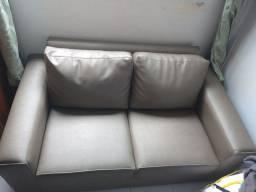 Sofá em courino, super conservado e confortável