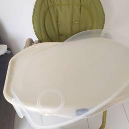 Cadeira de alimentação bem conservada