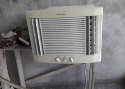 Vendo meu Ar Condicionado Electrolux 1000mil BTUs 110v Gelando bem
