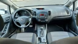 Kia Cerato Sedã 1.6 Automático Completo