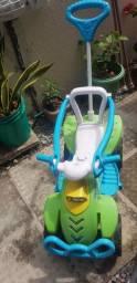 Carrinho de pedal infantil