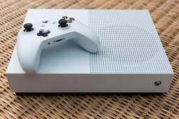 Xbox one s, com 3 jogos e 1 mês de live gold