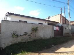 Casa Com 3 Quartos E Terreno De 200M²