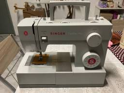 Máquina de costura Singer 4423