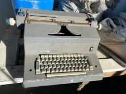 Vendo Máquina de Escrever cinza