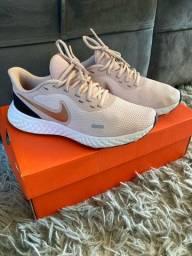 Nike revolution TAM 35