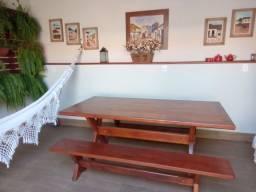 Vendo mesa em madeira maciç