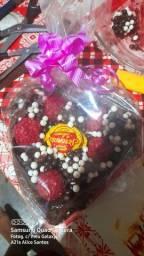 Coração de chocolate com brigadeiros