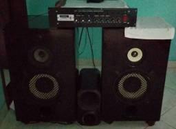 Aparelho com 2 caixas de som e corneta