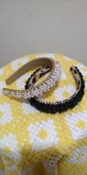 Tiara luxo bordada com pérolas e strass.