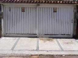Portão de garagem de madeira usado