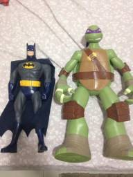 Batman e donatello gigantes