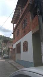 2 casas com amplo terraço, 1 quitinete e quintal