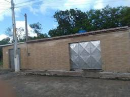 Casa solta de esquina, com ponto comercial, reformada recentemente, preço: 50.000