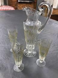 Jogo copos e jarra de cristal