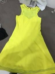 Vestido amarelo de ótimo material