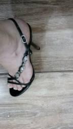 Vendo 2 sandália número 35 por 50 reais