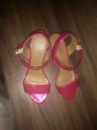 Vendo uma sandália nova nunca foi usada tamanho 37