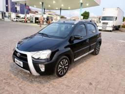 Toyota Etios Cross 2014